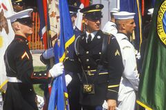 Militairen en Zeelieden met Vlaggen, Woestijnonweer Victory Parade, Washington, D C Stock Foto