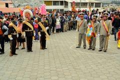 Militairen maart in La Fiesta DE La Mama Negra stock foto