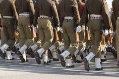 Militairen op Parade Stock Afbeeldingen