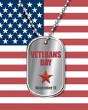 Militairenkenteken op achtergrond van de vlag van Verenigde Staten De dag van veteranen Stock Foto