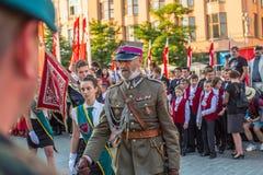 Militaires de polonais dans des costumes historiques pendant la cérémonie Image stock