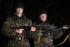 Militaires doublement armés. Photo libre de droits