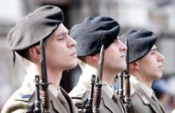 Militaires italiens pendant une cérémonie Image libre de droits