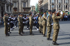Militaires italiens pendant une cérémonie Photographie stock