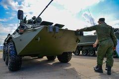 Militairtribunes voor gemotoriseerde houwitser Stock Fotografie