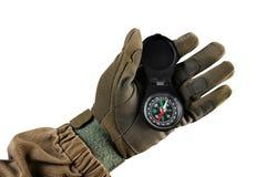 Militairwapen die zwarte compasss houden royalty-vrije stock foto