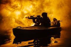 Militante no caiaque do exército Fotos de Stock Royalty Free