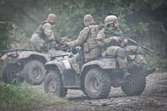 Militar en todo el vehículo del terreno Imagen de archivo