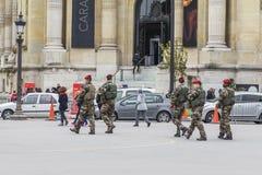 Militares armados en las calles Imagen de archivo