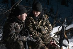 Militares con dos brazos. Foto de archivo