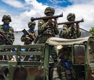 Militares ecuatorianos en desfile Imágenes de archivo libres de regalías