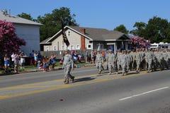 Militares en el desfile Imagen de archivo libre de regalías