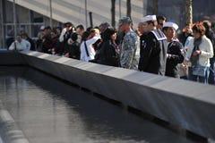 Militares en el monumento nacional del 11 de septiembre Imágenes de archivo libres de regalías