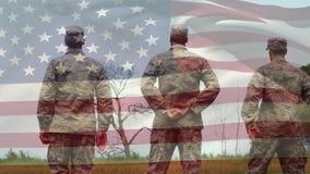 Militares no uniforme e na bandeira americana video estoque