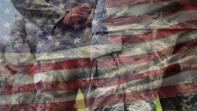 Militares no uniforme e na bandeira americana filme