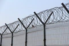 Militares restrictos de la cárcel de la zona del acceso de la prisión de Fense foto de archivo libre de regalías