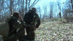 Militari bulgari nella zona di frontiera stock footage
