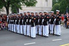 Militari nella parata di festa dell'indipendenza fotografia stock