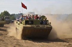 Militaria funs bij zich het Internationale Verzamelen van Militaire Voertuigen in Gedragen Sulinowo, Polen stock foto