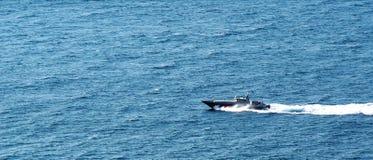 Militarna łódź na fala Fotografia Stock