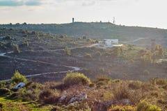 Militarna baza przy górą przy zmierzchu czasem, Izrael, Samaria obrazy royalty free