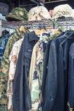 Militarna odzież na stojaku Obrazy Stock
