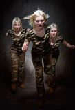 militarne działające kobiety Zdjęcie Royalty Free