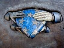 Militarne zabytek ręki na flaga Obrazy Royalty Free