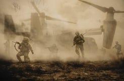 Militarni helikoptery i siły między burzą & pyłem zdjęcie royalty free