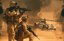 Militarni helikoptery i siły między dymem zdjęcie royalty free