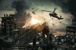 Militarni helikoptery i siły w zniszczonym mieście zdjęcia royalty free