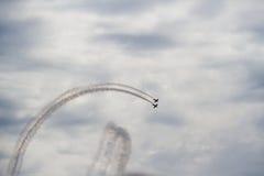Militarni samoloty lata nad morzem Zdjęcie Royalty Free