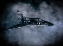 Militarni samoloty wojskowi lata w chmurach Fotografia Stock