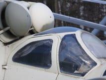 Militarny helikopter, śmigła, instalacje i jednostki dla strzelać, w górę zdjęcia royalty free