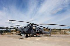 Militarny helikopter Mi-28 na powystawowym terenie Zdjęcia Stock