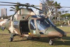 Militarny helikopter Na Durban plaży przodzie Fotografia Royalty Free