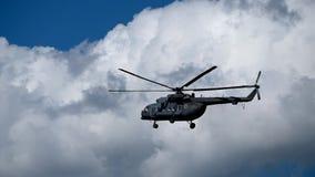Militarny helikopter w niebie zbiory