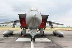 Militarny myśliwiec przy lotniskiem Obraz Royalty Free