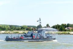 Militarny pomocniczy poparcie statek na Danube rzece fotografia stock