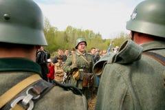 Militarny ponowny - enactors w niemiec mundurują drugą wojnę światowa niemieccy żołnierze Obraz Royalty Free