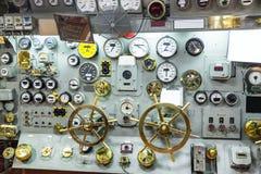 Militarny statku pulpit operatora z wymiernikami Fotografia Royalty Free