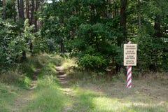 Militarny teren utrzymuje out żadny hasłowego znaka Zdjęcie Stock
