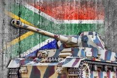 Militarny zbiornik z betonową Południowa Afryka flaga Obraz Royalty Free