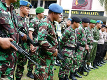 Militaru patrol. Military briefing prior to a patrol in anticipation of a terrorist attack in the city of Solo, Central Java, Indonesia stock photo