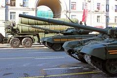 Militären ståtar hängivet till Victory Day i världskrig II i Mosc Arkivfoto