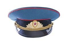 Militärschutzkappe des sowjetischen Offiziers in der Armee, getrennt über Weiß Stockfoto
