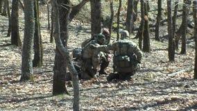 Milizie bulgare del ` s della gente che custodicono il confine con la Turchia video d archivio