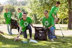 Miljö- aktivister som upp väljer avfall Royaltyfria Foton