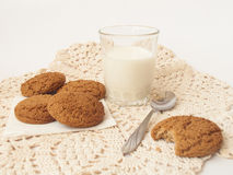 Milk and biscuits2 Royalty Free Stock Images