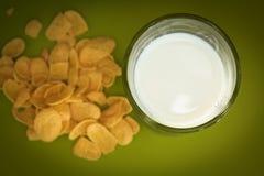 Milk and corn flakes Royalty Free Stock Photos